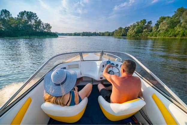 Boating on Beaver Lake